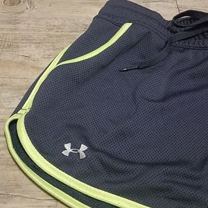 Under Armour》Mesh workout shorts M gray